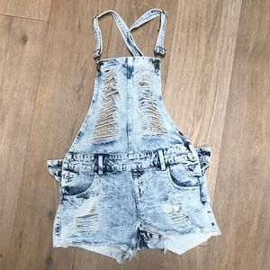 New- Fashion Nova ripped distressed overalls